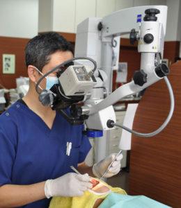 このような方はまずはご相談下さい 「歯の神経を抜かないといけない」と診断された方 歯をもう大きく削りたくない方 何度も同じところが虫歯になる方 「歯を抜かないといけない」と診断されたが抜きたくない方 神経治療をしたのに痛みが何日もおさまらない方 歯科治療の後、口の中に違和感が残る方 歯の神経を取らないといけないと診断されたが専門の歯科医師の診断も診て欲しい方 歯の神経に関するご相談で、 具体的にどのようなお悩みでお越しになるかご紹介します。 ☑歯医者さんで歯の神経を抜くと言われたが、絶対に抜きたくない。どうにか抜かずに治療できないか? ☑歯の神経を抜くと言われましたが、歯の神経を抜くとどうなりますか? ☑歯の神経を抜くか抜かないかは歯医者さんによって診断が違うのですか? ☑歯の神経を抜くことになったらどんな治療方法になるんですか? ☑虫歯を削ることで、歯の神経を取らなくてはいけないことはありますか? ☑口の中が虫歯だらけなのですが、歯の神経があるかどうかもわかりません。診てもらえますか? ☑歯の神経を抜いてはいけないと聞いたことがあるのですが、痛くても抜かないほうがいいのですか? ☑歯の神経はどうやって取るんですか? ☑歯の神経を取ったのに痛いと感じるのはなぜですか? ☑歯の神経を抜くメリットとデメリットを教えて下さい。 ☑歯の神経、どうしても抜かないといけない場合はどんな状況ですか? ☑歯の神経が死んでいるかどうかはどうやって調べるのですか? ☑歯の神経を取る時は痛みがありますか? ☑歯の神経に膿がたまっていると診断されたのですが、抜かないといけないですか? ☑歯の神経が炎症を起こしているようなのです、抜かずに治療できますか? 上記のようなお悩みがある場合には、お気軽にお問い合わせ下さい。 rogo 香川県 高松市の歯医者 歯科 根管治療 歯の神経 治療 歯の神経を抜きたくない方 抜かないといけないと診断された方ご相談下さい 歯の神経治療 根管治療専門歯科医院 マイクロスコープ 手術用顕微鏡 根尖性歯周炎 根尖病巣 歯髄炎 歯根端切除 歯根膜炎 歯根嚢胞 上顎洞炎 歯の膿 歯根の膿歯茎が腫れる 歯がグラグラする神経を取った歯が痛い 歯根が痛い 根管治療専門歯科医師